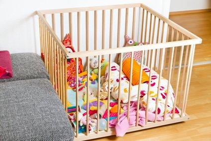 Baby laufstall spaß für die kleinsten babyhelferlein